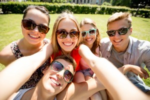 Benefits of having a white smile when socializing